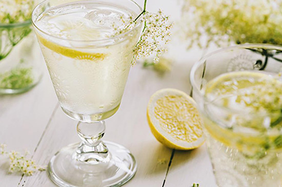 gin elderflower and prosecco cocktail